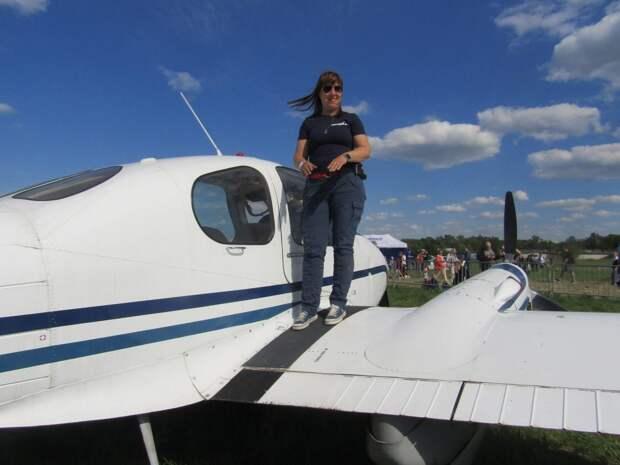 Наши соседи: жительница Лефортова научилась управлять самолётом