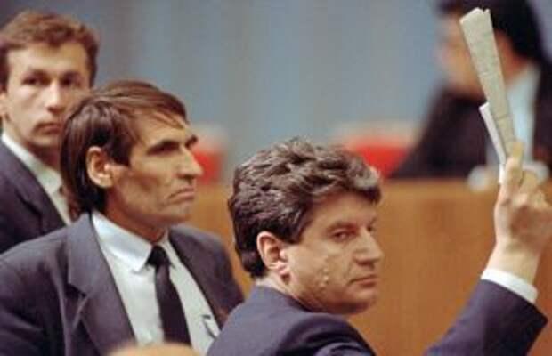 Прошу слова. Народные депутаты СССР В.И. Алкснис (на фото справа) и Л.И. Сухов, 1991 год.