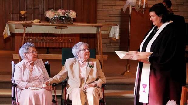 Пожилая лесбийская пара