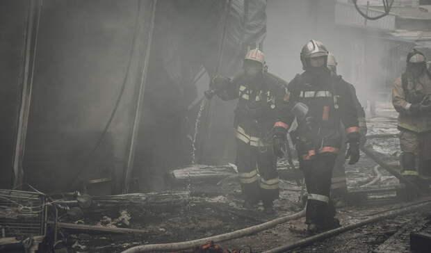 Из охваченного огнем дома в Бугуруслане спасли 20 человек