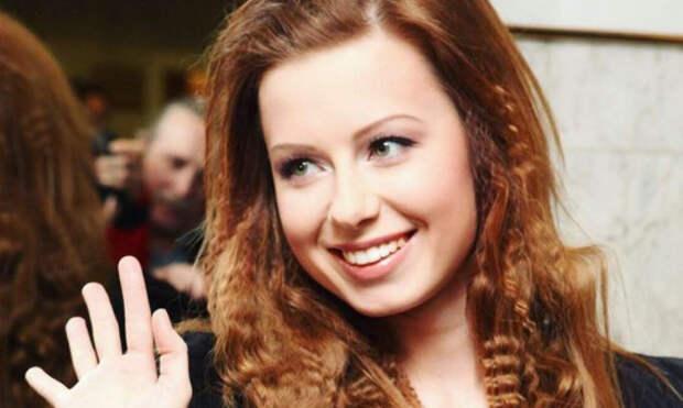 Певица Юлия Савичева решилась на вторую беременность