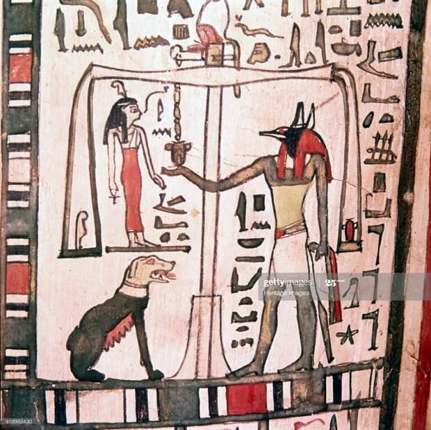 Анубис взвешивает сердце умершего. Деталь саркофага Пенсенхора, Британский музей. III переходный период, начало I тысячелетия до н.э. (с) Фото — CM Dixon/Heritage Images/Getty Images