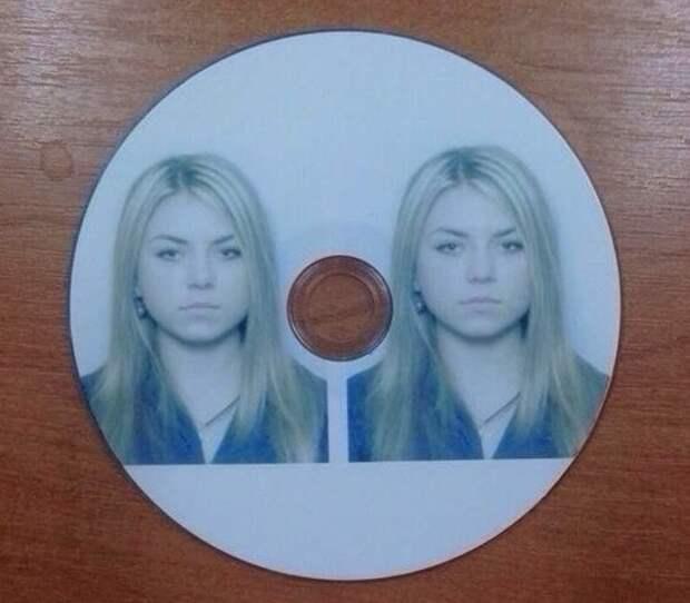 Когда попросили принести два фото на диске кэп, очевидно, прикол, слишком буквально
