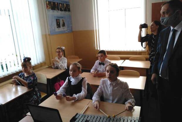 В детской школе искусств Рассказово продемонстрировали новые инструменты и оборудование