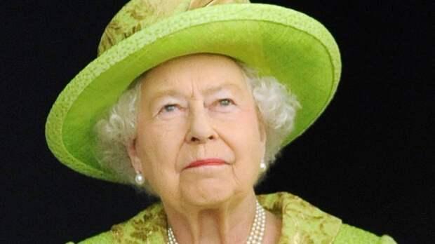 Королева Елизавета II провела ночь под наблюдением врачей