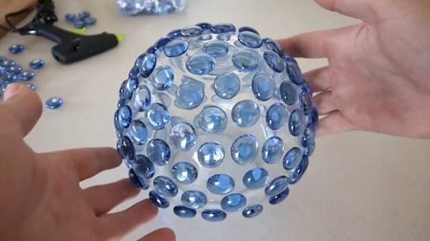 Из стеклянной вазы и горсти камушек получается чудесное украшение интерьера