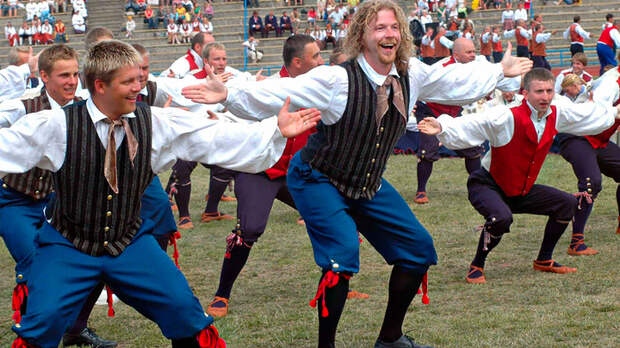 Пародия в стиле BLM. Быстрая реакция эстонцев на рабство у немцев