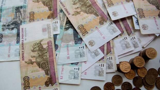 Кому повысят пенсии с 1 мая и кто дополнительно получит по 10 тысяч рублей