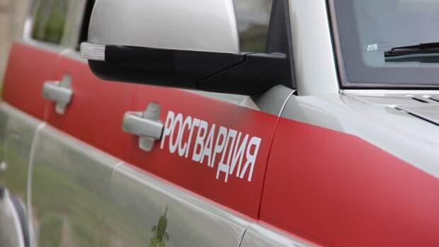 Росгвардейцы задержали в баре Северодвинска двух подозреваемых в краже