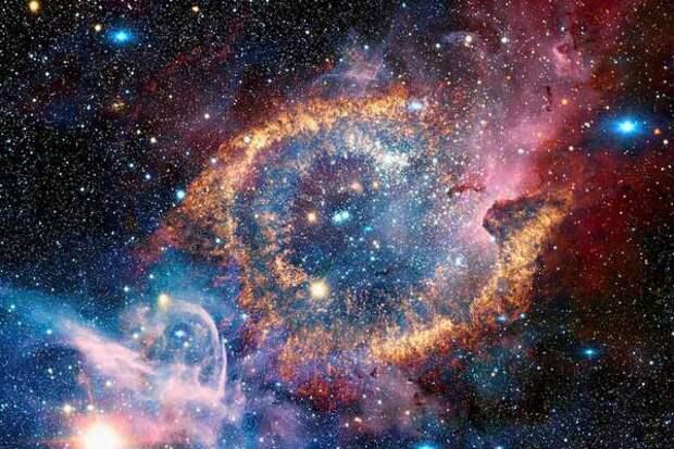 Астрономы продолжают находить в космосе странные радиокольца