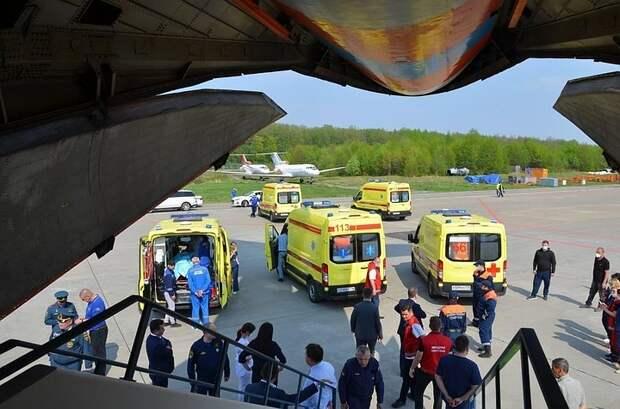 Самолет с пострадавшими при стрельбе в казанской школе сел в Жуковском
