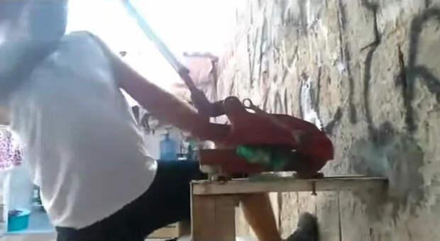 Подрезка метлы из пластиковых бутылок