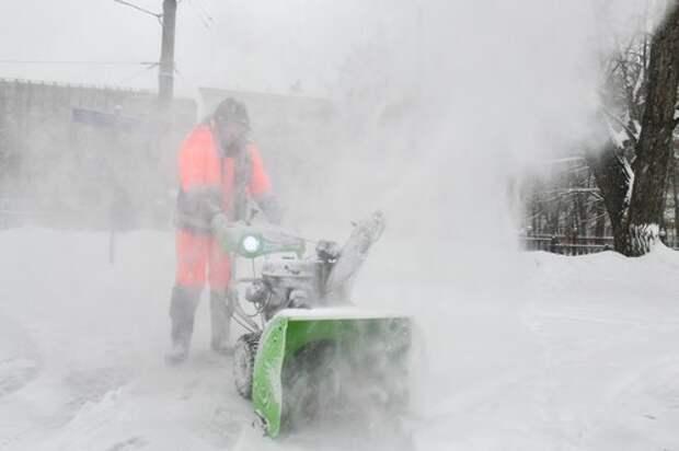 На Ангарской улице устранили завалы снега