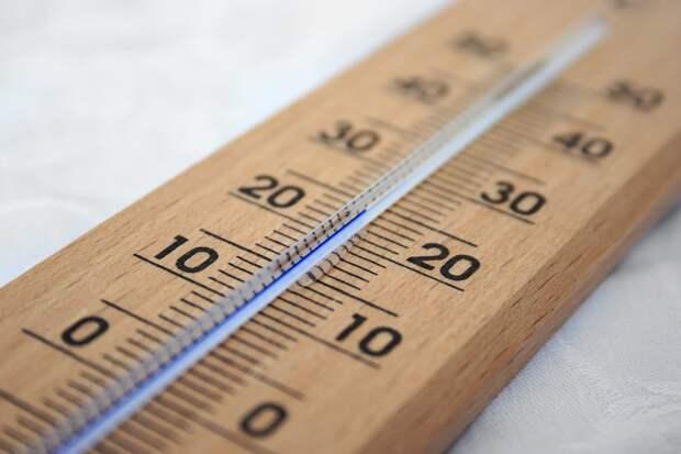 Привитых от COVID-19 россиян призвали избегать перегрева в жару