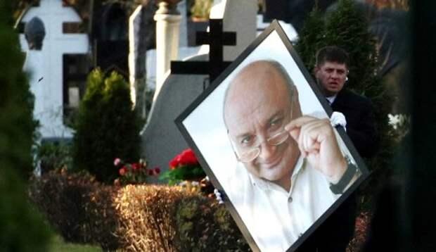 Прекрасная молодая вдова блеснула у гроба Жванецкого