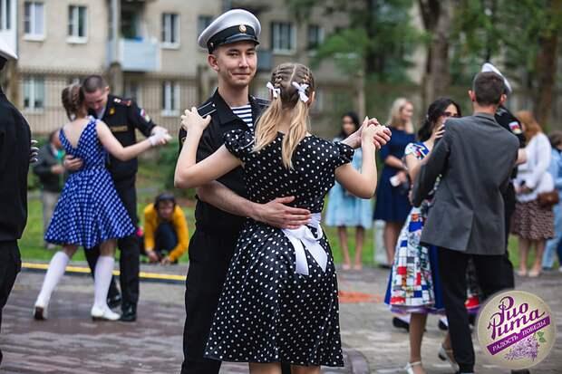 «Наши помощь и внимание - лучшее, чем мы можем поздравить ветеранов»: Глава Ленобласти Александр Дрозденко организовал концерт для 97-летнего участника войны