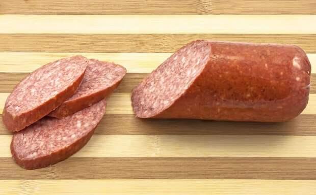 Диетологи назвали полезную замену колбасы на Новый год