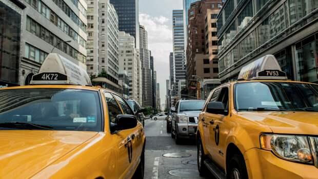 На покраску такси Петербурга в один цвет могут потратить 800 млн рублей