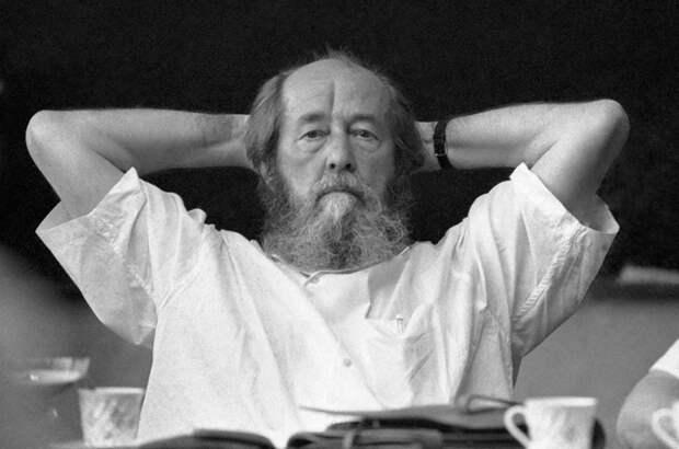 Российских школьников заставят уважать бандеровцев и власовых через Солженицына