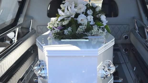 Гроб с покойником выпал из катафалка после ДТП в Татарстане