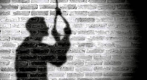 В Сухобуземском полицейские спасли мужчину от суицида