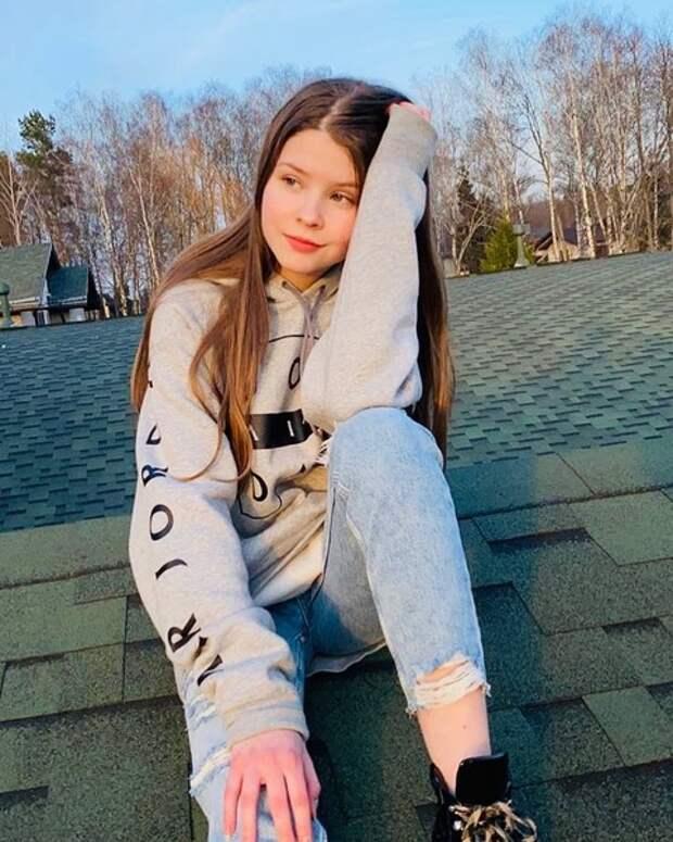 Дочери Олега Табакова уже 14 лет. В Сети восхищаются красотою девочки