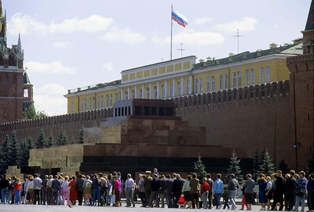 Мавзолей Ленина у Кремлевской стены в Москве, 1991 год