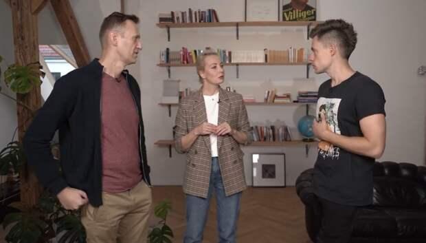 Навальный не исключает версию, что его могли отравить свои
