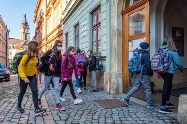 В Чехии отменили требование о ношении респираторов на улице