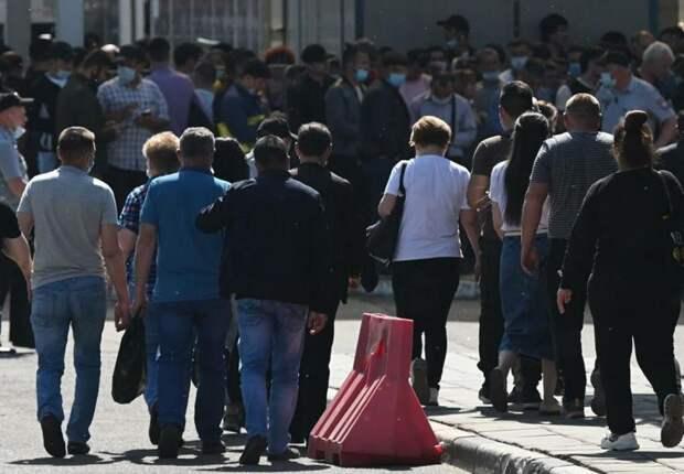 Почему из России начали массово депортировать мигрантов