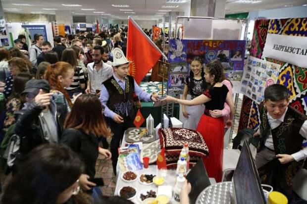 Монгольские стрелы и кубинский рис: в вузе на Ярославке прошел первый национальный фестиваль