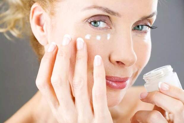 Как ухаживать за кожей вокруг глаз
