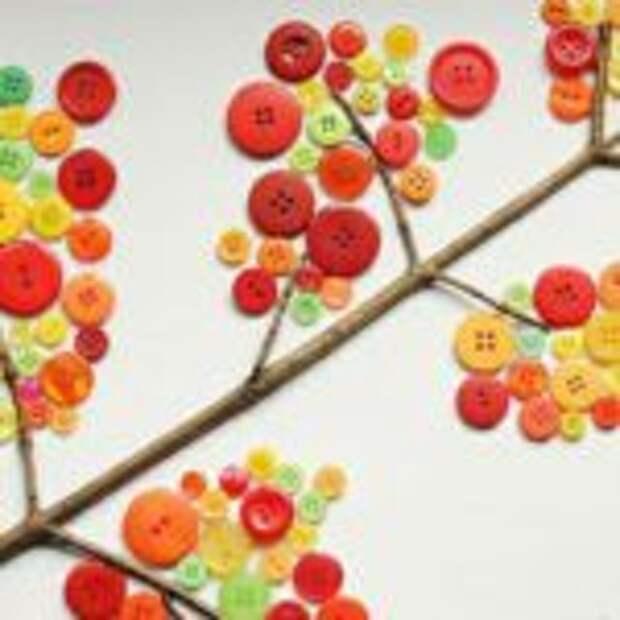 Осенняя ветка из пуговиц