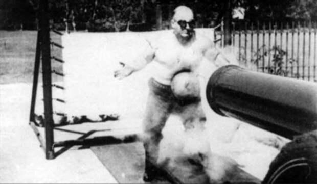 Ловкость рук и железный пресс — в чем секрет ловца пушечных ядер Джона Холтума (+видео)
