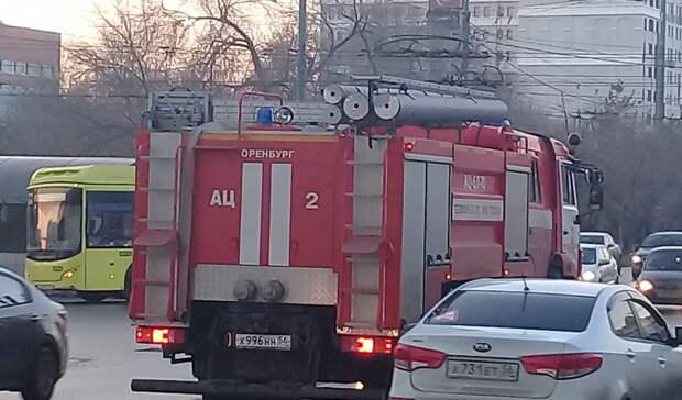 Наулице 8Марта вОренбурге неизвестный поджег автомобиль
