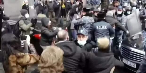 В Париже местные армяне напали на кортеж премьера Пашиняна