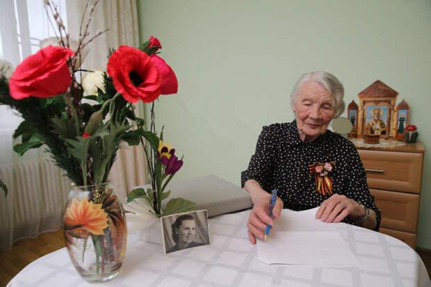 Как пенсионеры начали писать истории своих семей, городов и страны