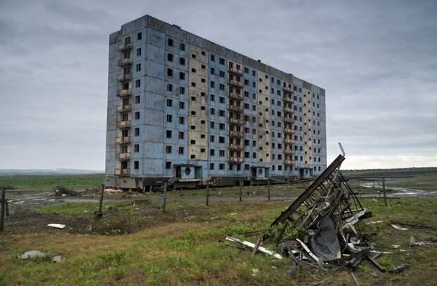 Здание в городе-призраке Аликель, расположенном за Полярным кругом, Константин Владимирович заброшенные здания, маяк, просторы, россия, церкви