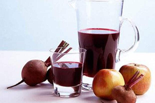 Смесь соков из свеклы, яблока и тыквы