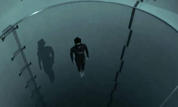 Мужчина взял камеру нырнул в глубочайший бассейн мира: подводный лабиринт 40 метров в глубину