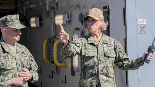 Командиром американского авианосца впервые в истории ВМС стала женщина