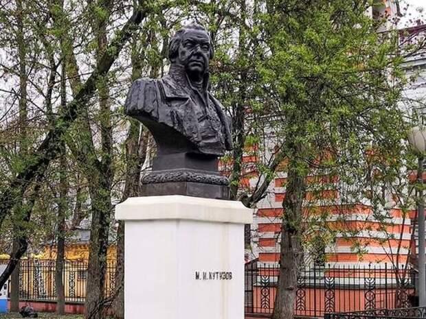 Памятник Михаилу Кутузову отреставрируют в Москве