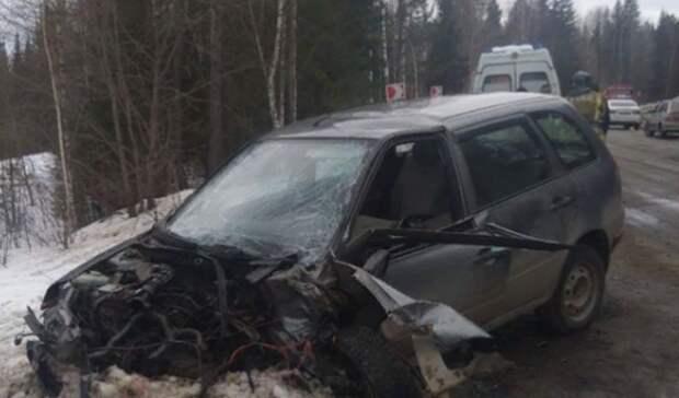 Пассажира извлекали спасатели: ДТП сдвумя легковушками произошло под Нижним Тагилом