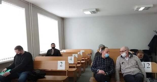 Экс-чиновников и директора из Бобруйска осудили за взятки. Какие сроки дал суд.