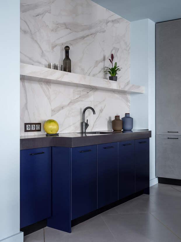 27 кухонь «без верха» — с полкой над фартуком
