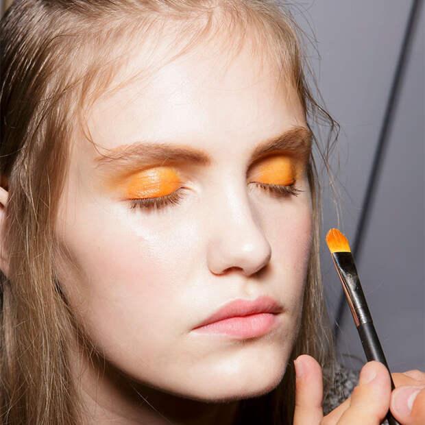 Оранжевый — хит сезона: как носить монотени морковного оттенка