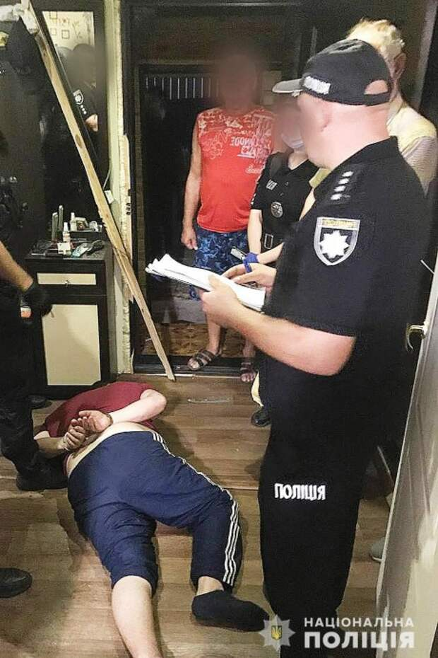 В Чернигове мужчина пытался изнасиловать малолетнюю девочку. Появилось видео