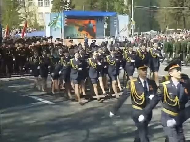 Тверской губернатор наградит маршировавшую без ботинка участницу Парада