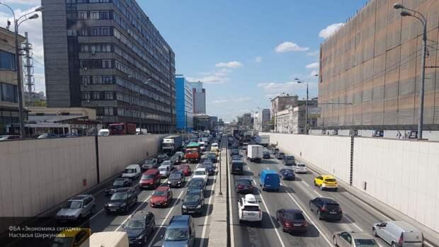 Автомобильные пробки в Москве достигли отметки в девять баллов