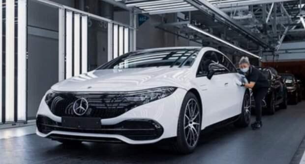 Роскошный электрический седан Mercedes-Benz EQS поступает в производство